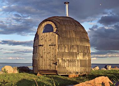 Díky kupolovité střeše v iglú saunách lépe cirkuluje ohřátý vzduch – hodí se jak do malých zahrádek, tak i na rozsáhlejší plochy